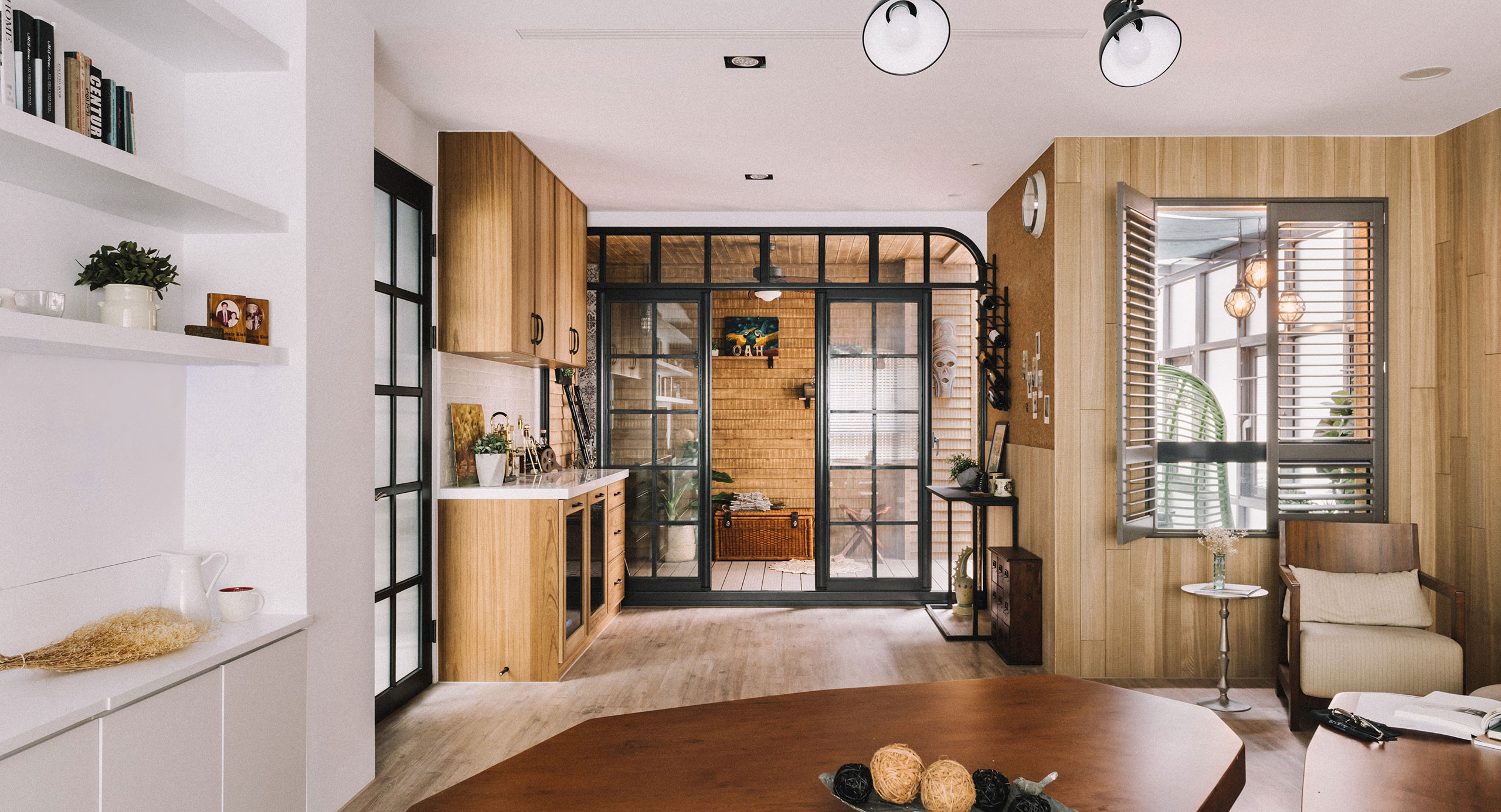 You Will Love the Vintage Stools in this This Taiwan Flat!