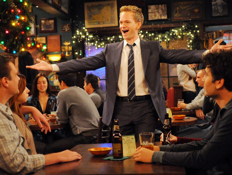 6 Iconic Bar Decorations from TV Shows That Are Still in Our Minds_2