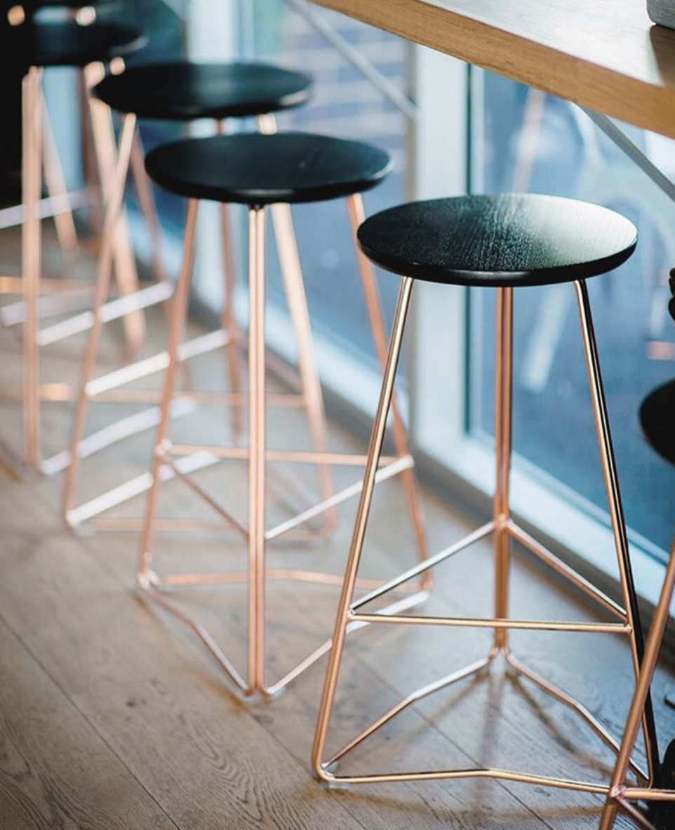 Find Here the Bar Stools with Gold Legs That'll Change Your Home Decor_1