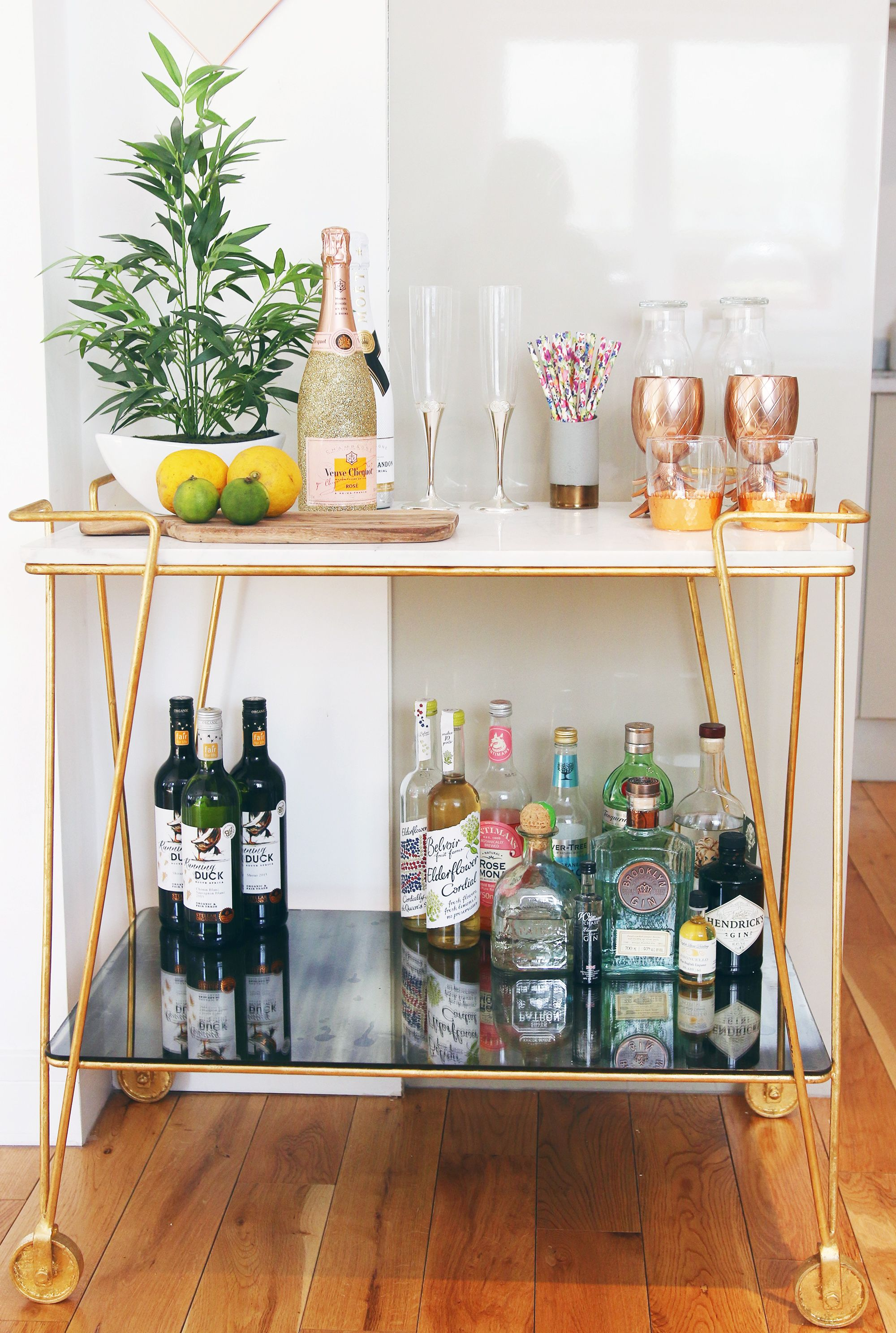 10 Bar Carts for Small Spaces That Will Change Your Decor Forever_110 Bar Carts for Small Spaces That Will Change Your Decor Forever_1