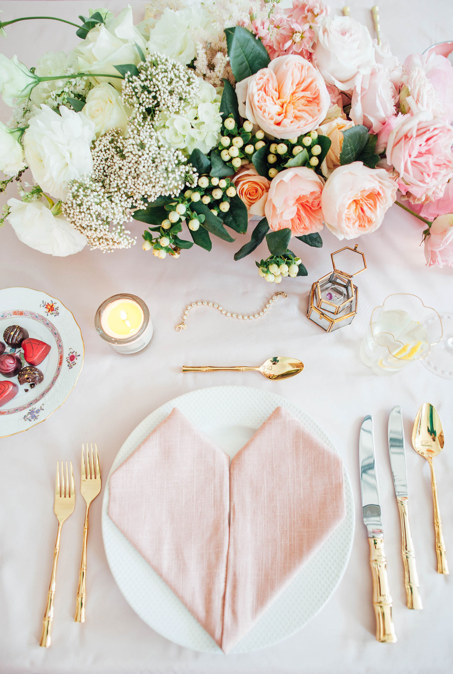 Or You Can Put Your Whole Heart Out On The Table Literally Okay Almost Mix Rose Pale Pink Elements With Golden Cutlery For A More Cutesy Look