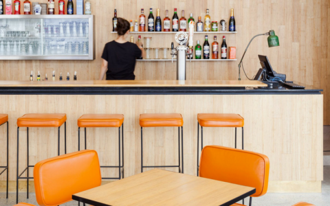 A 50s Diner Influenced this Mid-Century Deli in São Paulo
