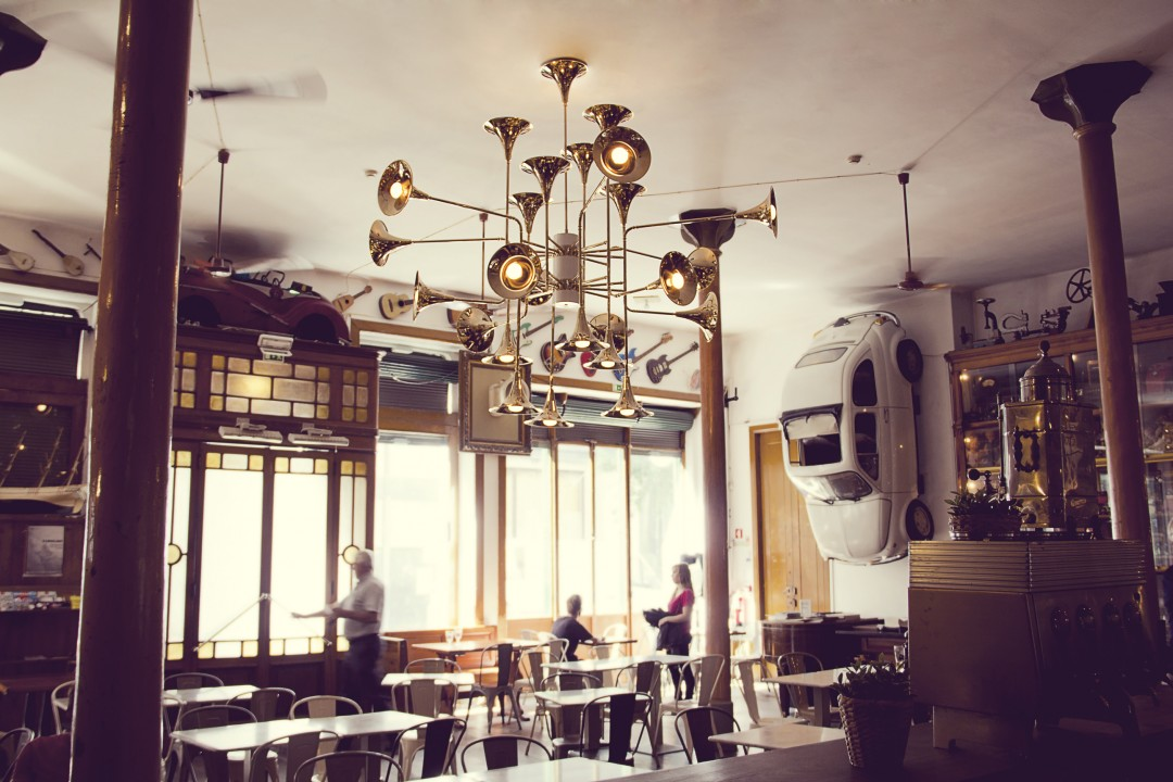 Bar and Restaurant Lighting Ideas for a 50s Flashback Vibe_1