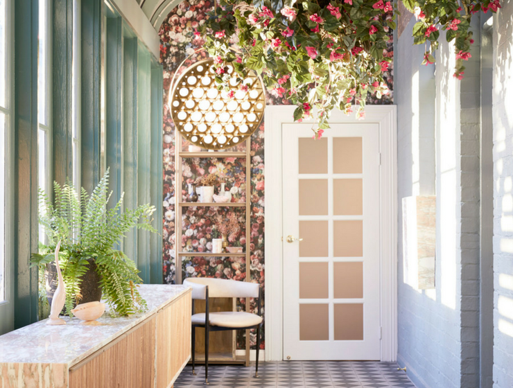 A Café in Sydney that Mixes Minimalist Design and Fresh Flowers_1