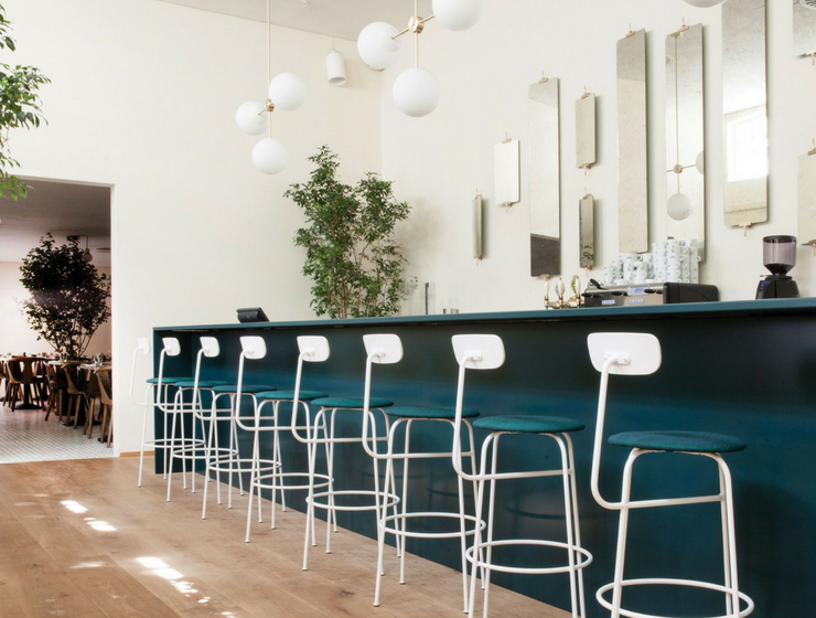 These White Bar Stools Don't Seem to Get Out of Our Heads!_3