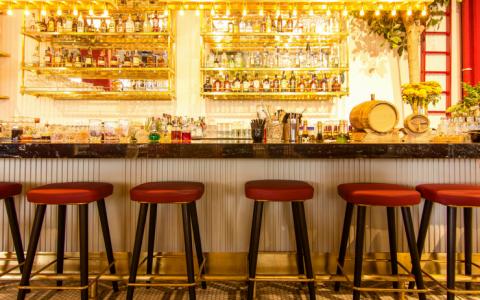 modern bar chairs, bar decor, mid century bar stools, modern interior design, bar decor ideas