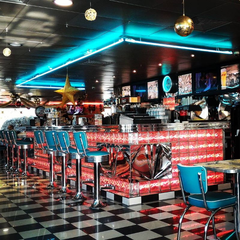 5 Restaurants Inspired By The Mid-Century Interior Design of the 50's