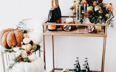 How To Turn Your Home Bar Into An Halloween Party's Hotspot