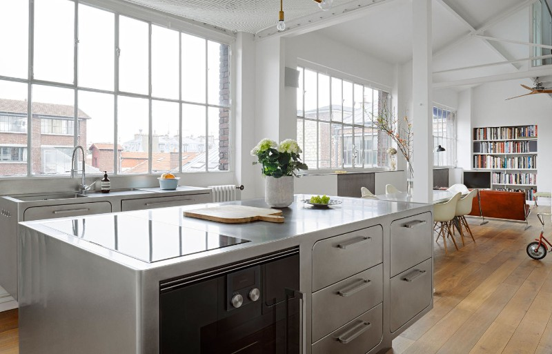 An Industrial Style Kitchen In Paris That You'll Be Obsessed With