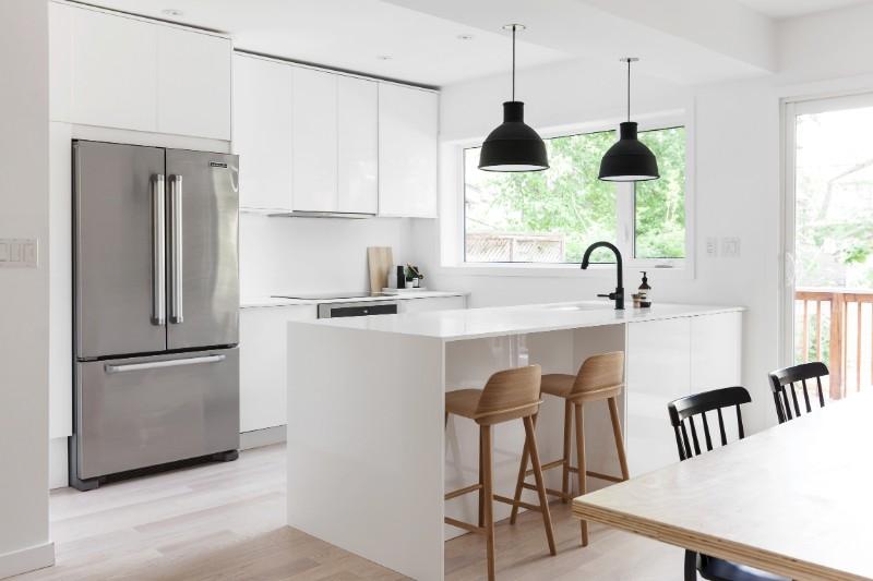 5 White Kitchen Designs That Prove Neutrals Aren't Boring_4