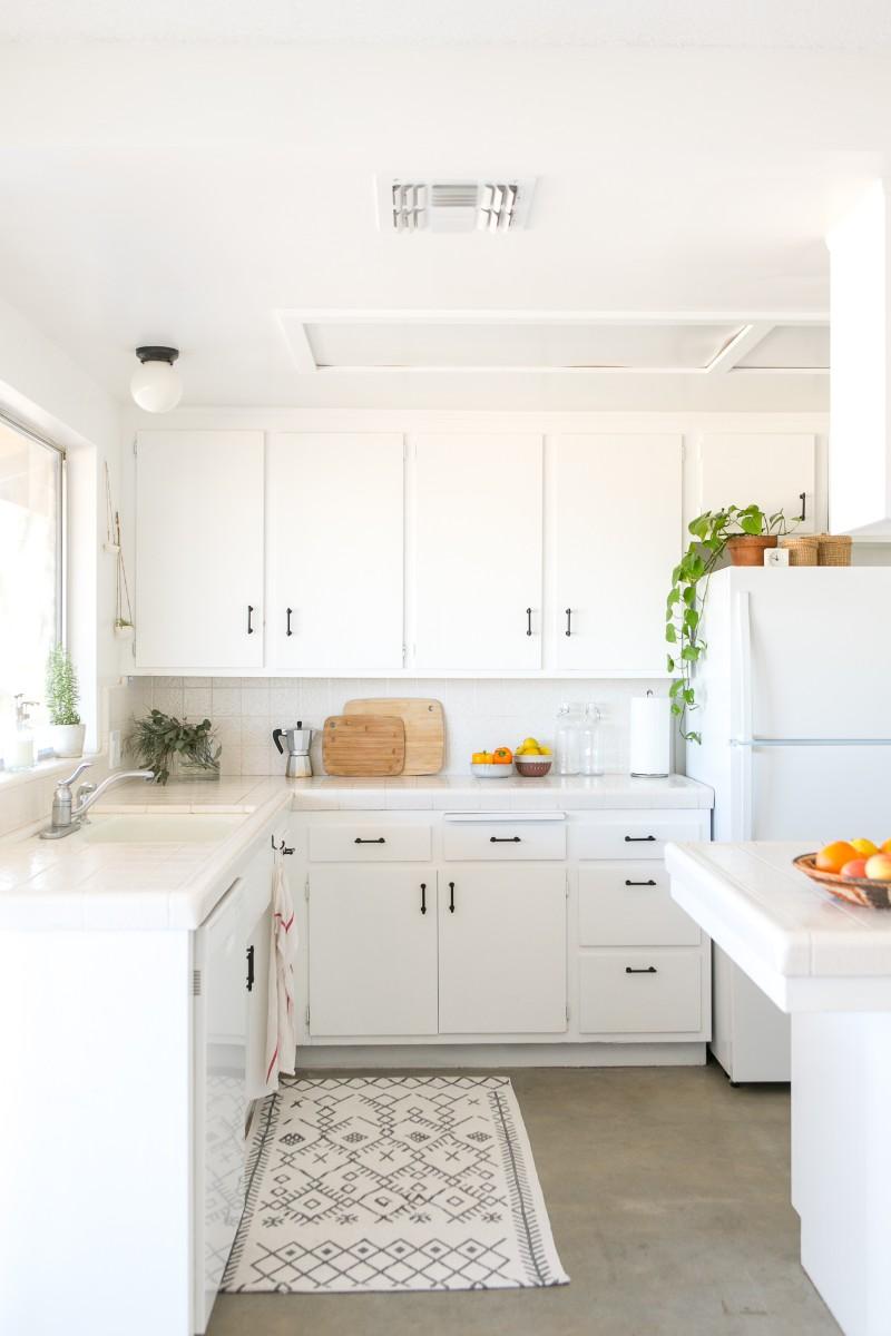 5 White Kitchen Designs That Prove Neutrals Aren't Boring_5