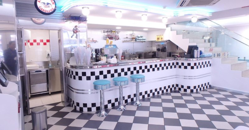 Vintage Restaurants Around The World You Should Check Out ; Fifties diner 2