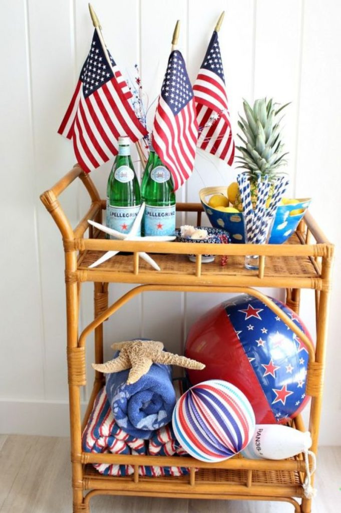 Celebrate 4th Of July With These Patriotic Bar Decor Ideas_1 (1)