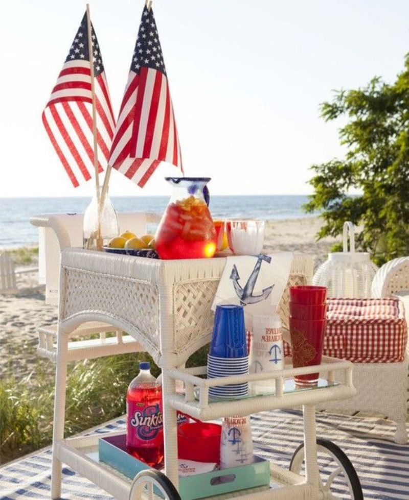 Celebrate 4th Of July With These Patriotic Bar Decor Ideas_4 (1)