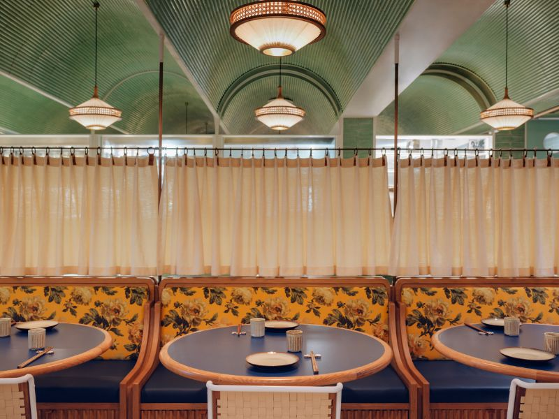 A Dim Sum Restaurant In Hong Kong With Incredible Retro Decor_1 (1)